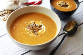 Easy Spiced Pumpkin Coconut Soup