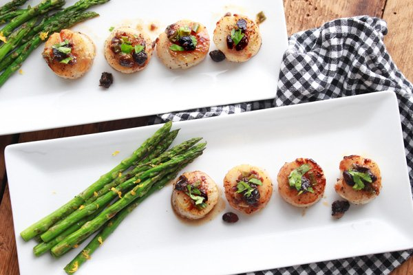 Seared scallops with black bean sauce