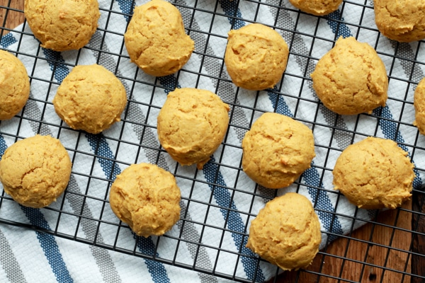 pumpkin spice cookies on a cooling rack